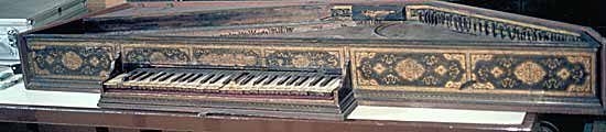 The hexagonal polygonal virginal by Benedetto Floriani 1572 with its painted decoration